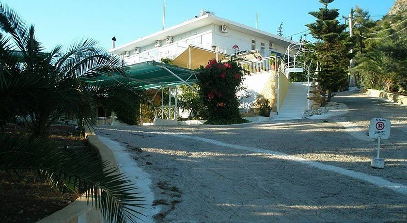 Barbouna Hotel