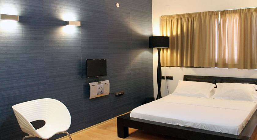Despotiko Apartment Hotel & Suites